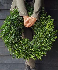 Afbeelding van Buxus krans 50cm spiky gemaakt - Rond gebonden.